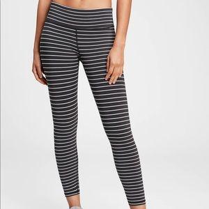 GapFit black & white stripe 7/8 leggings XS